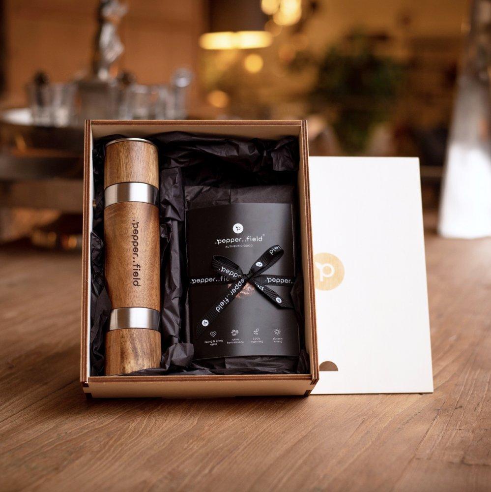 Ensemble avec un moulin double face DUOMILL dans un coffret cadeau avec 3x50g de poivre